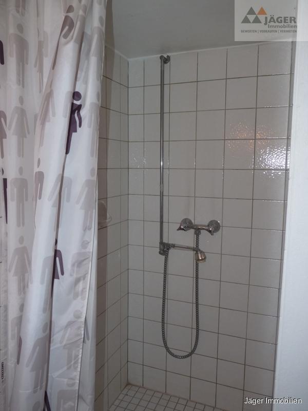 ...mit Duschbereich