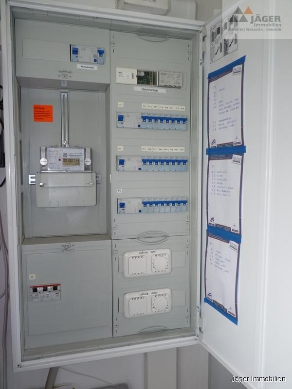 umfangreiche Elektroinstallation