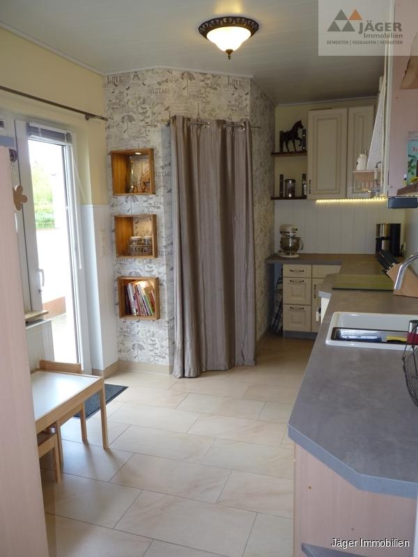 Küche mit Vorratsraum